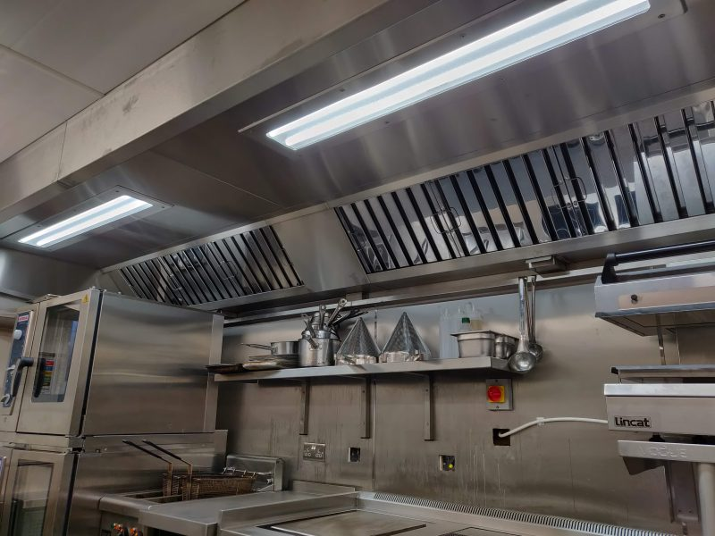 Kitchen extract system - metal ducting, galvanised ducting